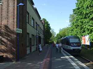 "Deutsch: ""Heidekrautbahn"" im Bahnhof..."