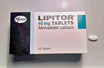 English: A package and pill of atorvastatin 40...