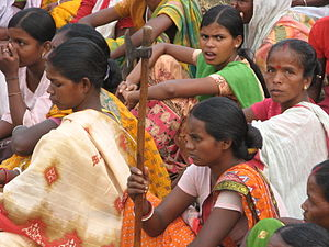 English: The adivasi women of Lalgarh village ...