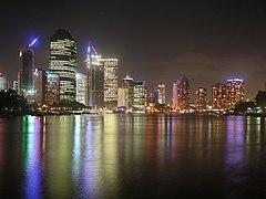 Jumlah penduduk Brisbane tumbuh 2% per tahun antara tahun 1998 dan 2003.