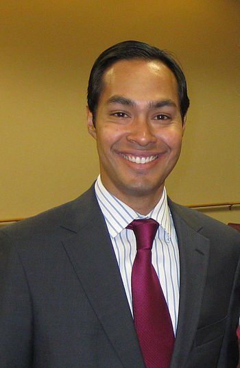 English: Cropped picture of Julian Castro at a...