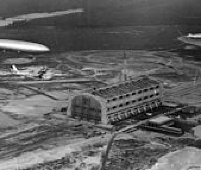 Lz 129 Arrival At Nas Lakehurst May 9 1936 Uss Los Angeles Zr 3 Is Moored Upper Right Hindenburg