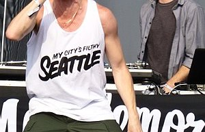 English: Macklemore & Ryan Lewis performing at...