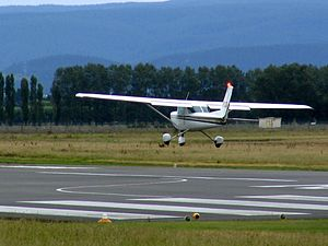 Mainland Air Cessna 152 ZK-FCQ practising touc...