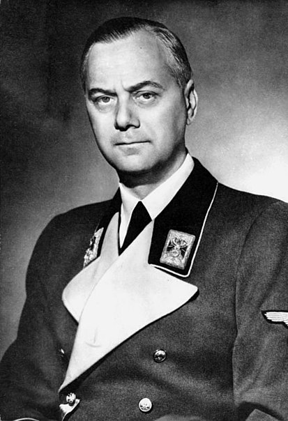 https://i0.wp.com/upload.wikimedia.org/wikipedia/commons/thumb/d/dd/Bundesarchiv_Bild_183-1985-0723-500%2C_Alfred_Rosenberg.jpg/413px-Bundesarchiv_Bild_183-1985-0723-500%2C_Alfred_Rosenberg.jpg