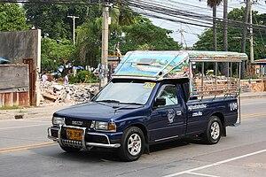English: Songthaew on Jomtien Beach Road, Patt...