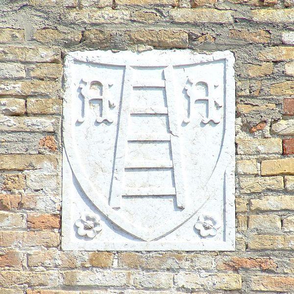 Stemma degli Scaligeri presente nel castello di Sirmione