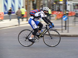 A commuter cyclist in the London morning rush ...