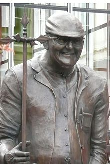 The statue of Dibnah in Bolton