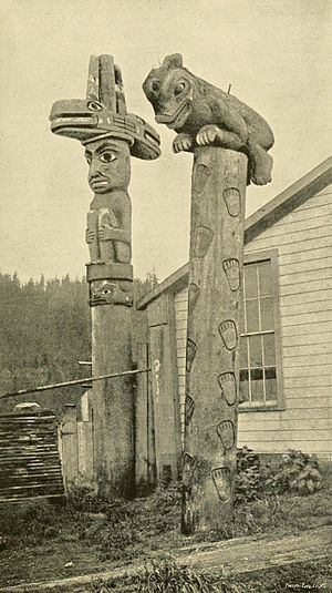 English: Totems at Fort Wrangel, 1880s