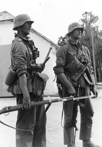 File:Bundesarchiv Bild 101I-009-0869-12A, Russland, Zwei deutsche Infanteristen.jpg