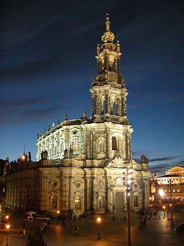 Hofkirche (Kathedrale) abends