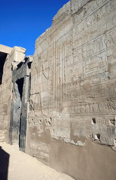 File:ThutmosesIII-AnnalsOfThutmosesIII-Karnak.png