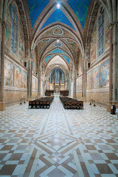 wnętrze kościoła górnego bazyliki św. Franciszka w Asyżu