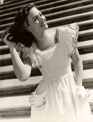 English: Studio portrait photo of Donna Reed t...