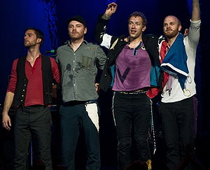 English: Coldplay taking a bow after performin...