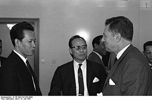 Bundesarchiv B 145 Bild-F027263-0009, Bonn, Em...