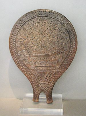 English: Clay frying-pan vessel with incised d...