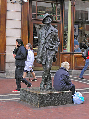 English: Statue of James Joyce, Dublin, Irelan...