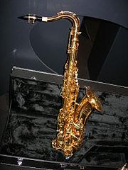 Saxofone tenor em exposição
