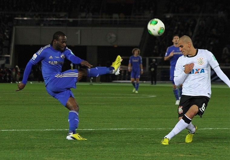 Victor Moses Fabio Santos 2012 FIFA Club World Cup
