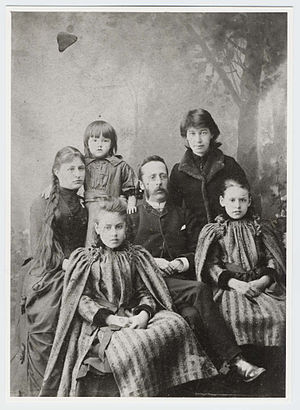 Arthur Hughes and family with Annie Gwen Jones...