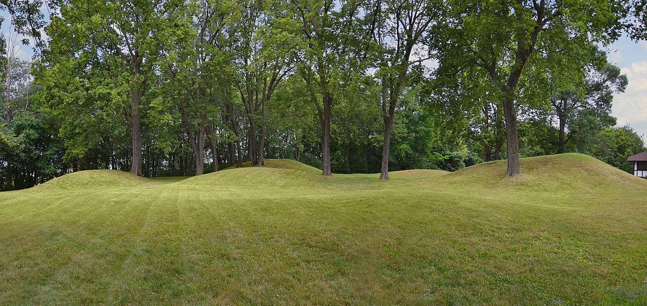File Effigy Mounds Mendota State Hospital Group Madison Wi 06 29 2012 119 Jpg Wikimedia