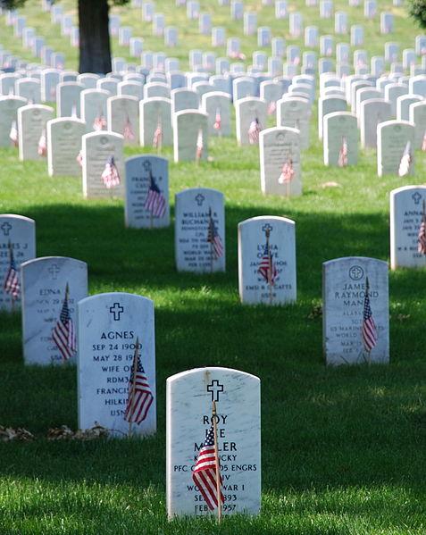 File:Graves at Arlington on Memorial Day.JPG