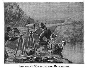 English: Soldiers communicating via Heliograph