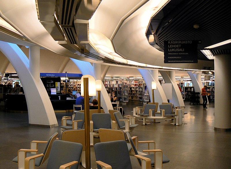 Een impressie van het interieur van de Metso bibliotheek (foto via Wikimedia Commons)