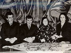 English: Nicolae Ceaușescu (left), his parents...