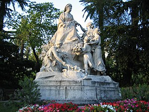 English: Statue of Queen Victoria in the distr...