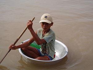 Niño del Lago Tonle Sap en Camboya