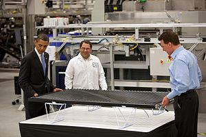 English: President Barack Obama examines a sol...