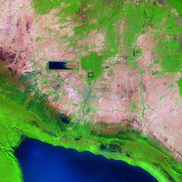 https://i0.wp.com/upload.wikimedia.org/wikipedia/commons/thumb/e/e5/Angkor_Ruins_from_Space.jpg/600px-Angkor_Ruins_from_Space.jpg