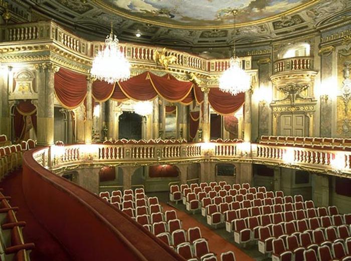 File:Schlosstheater Schoenbrunn.tif