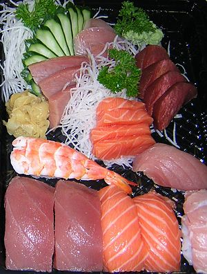 English: Sushi is a dish made of vinegared ric...
