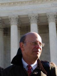 https://i0.wp.com/upload.wikimedia.org/wikipedia/commons/thumb/e/e6/Michael_ratner2.jpg/200px-Michael_ratner2.jpg