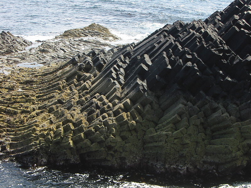 File:Staffa beside 14624.JPG
