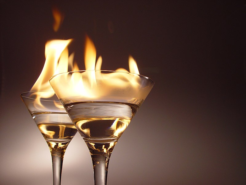 Bestand:Flaming cocktails.jpg