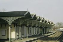 The canopy on platform 2 of Kettering railway ...