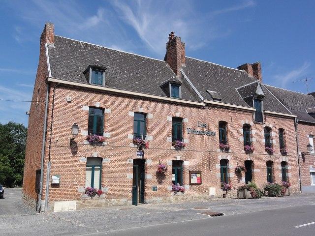 Liessies (Nord, Fr) mairie.jpg
