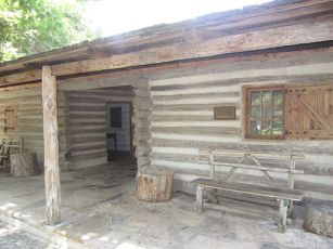 Dogtrot log cabin at Witte, San Antonio, TX IMG 3131