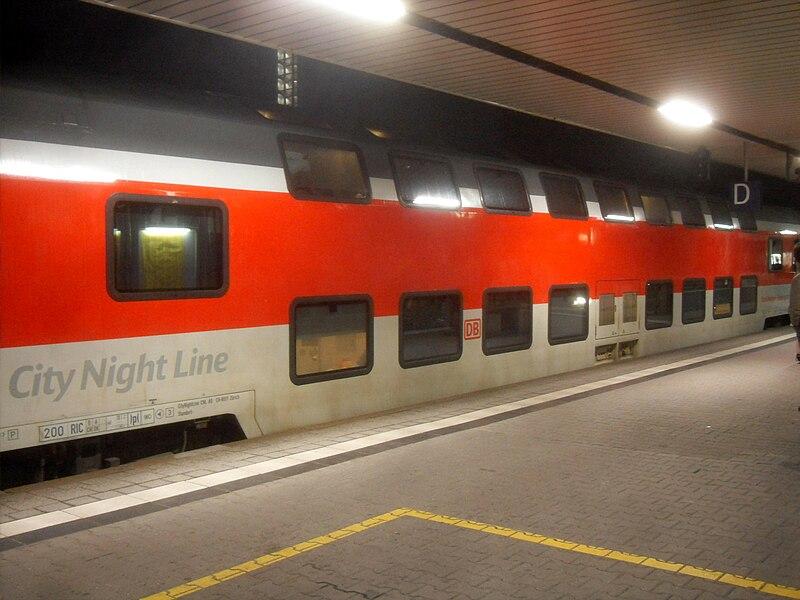 File:Mannheimer Hauptbahnhof- auf Bahnsteig zu Gleis 3- Richtung Ludwigshafen (Rhein)- City Night Line (Schlafwagen) 26.3.2010.jpg