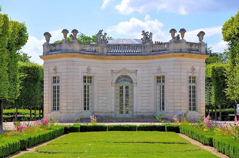 File:Pavillon français et son jardin.jpg