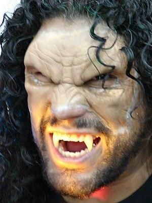 ;English:Vampire or Werewolf? ;Español: ¿Vampi...