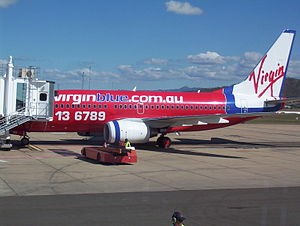 English: Virgin Blue 737-700 at Townsville Int...