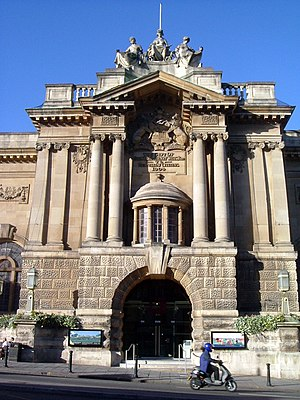 English: Bristol City Museum and Art Gallery, ...