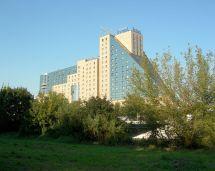 Estrel Hotel - Wikipedia