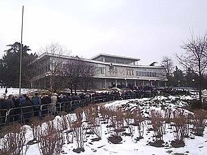 Milosevic's funeral - people lining up to pay ...